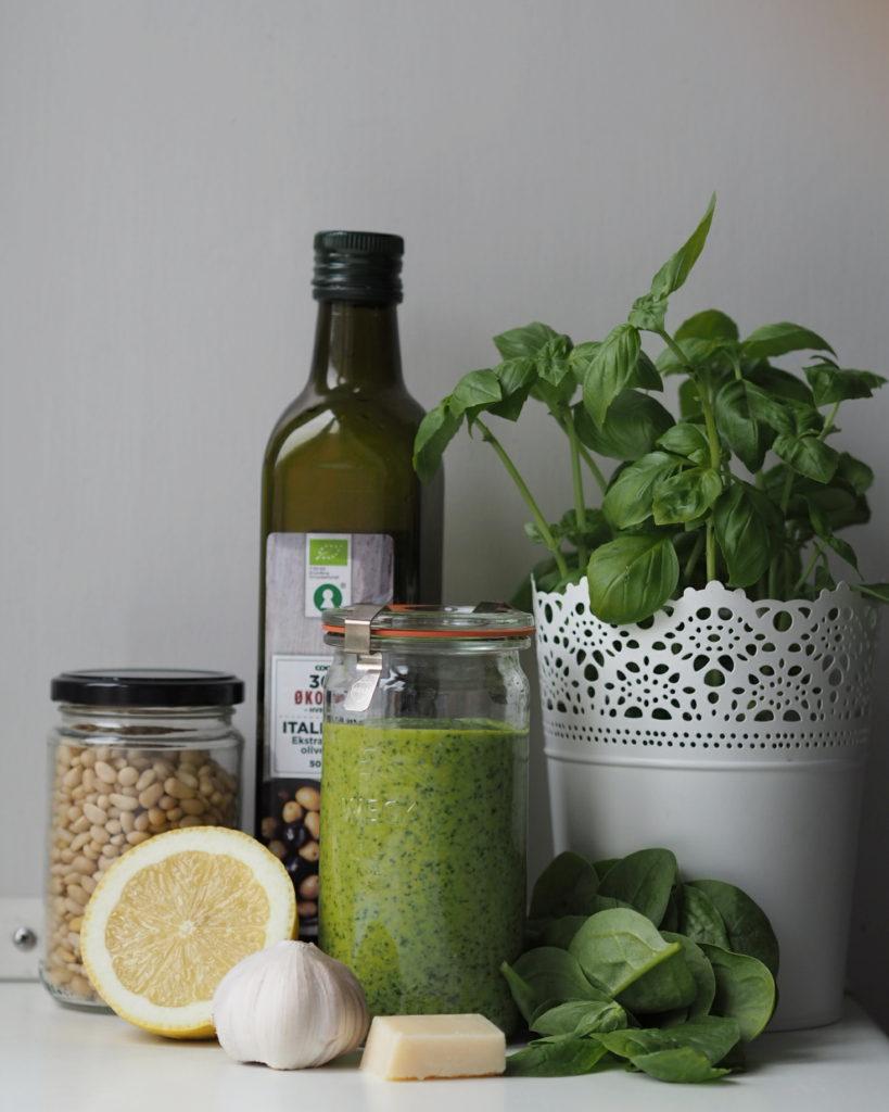 Grøn pesto med basilikum