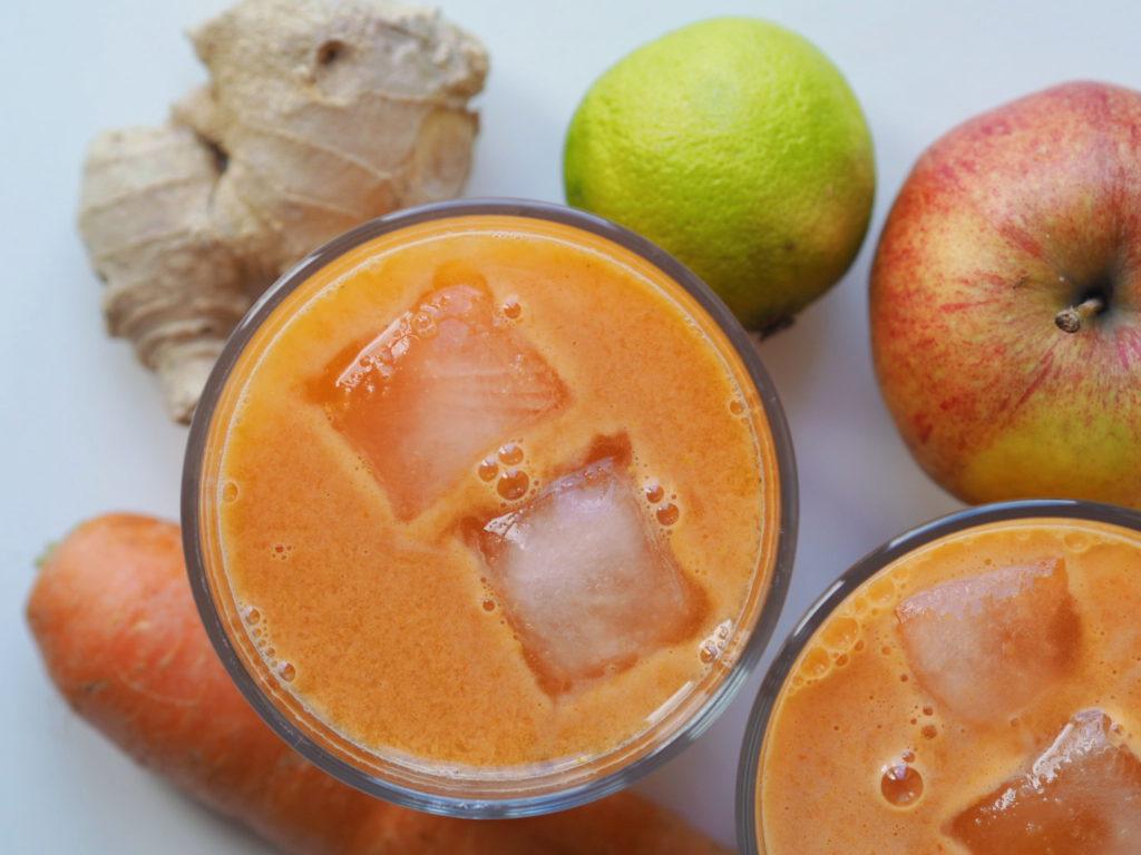 Gulerodsjuice med æble, ingefær og lime