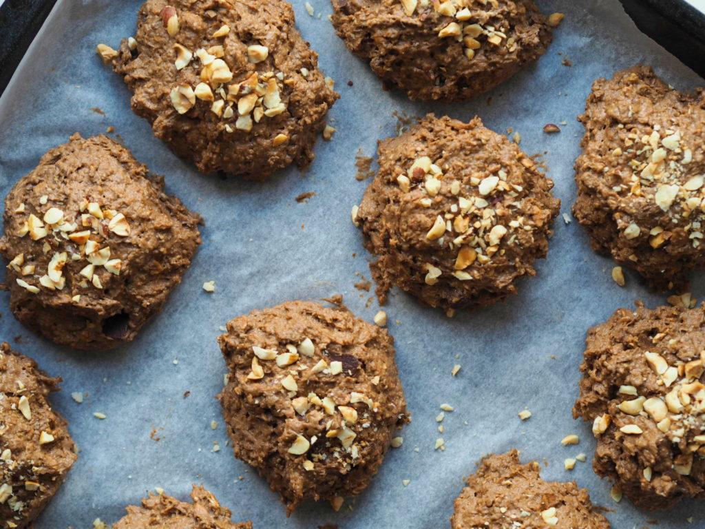 Rugbrødsboller med chokolade og ristede hasselnødder