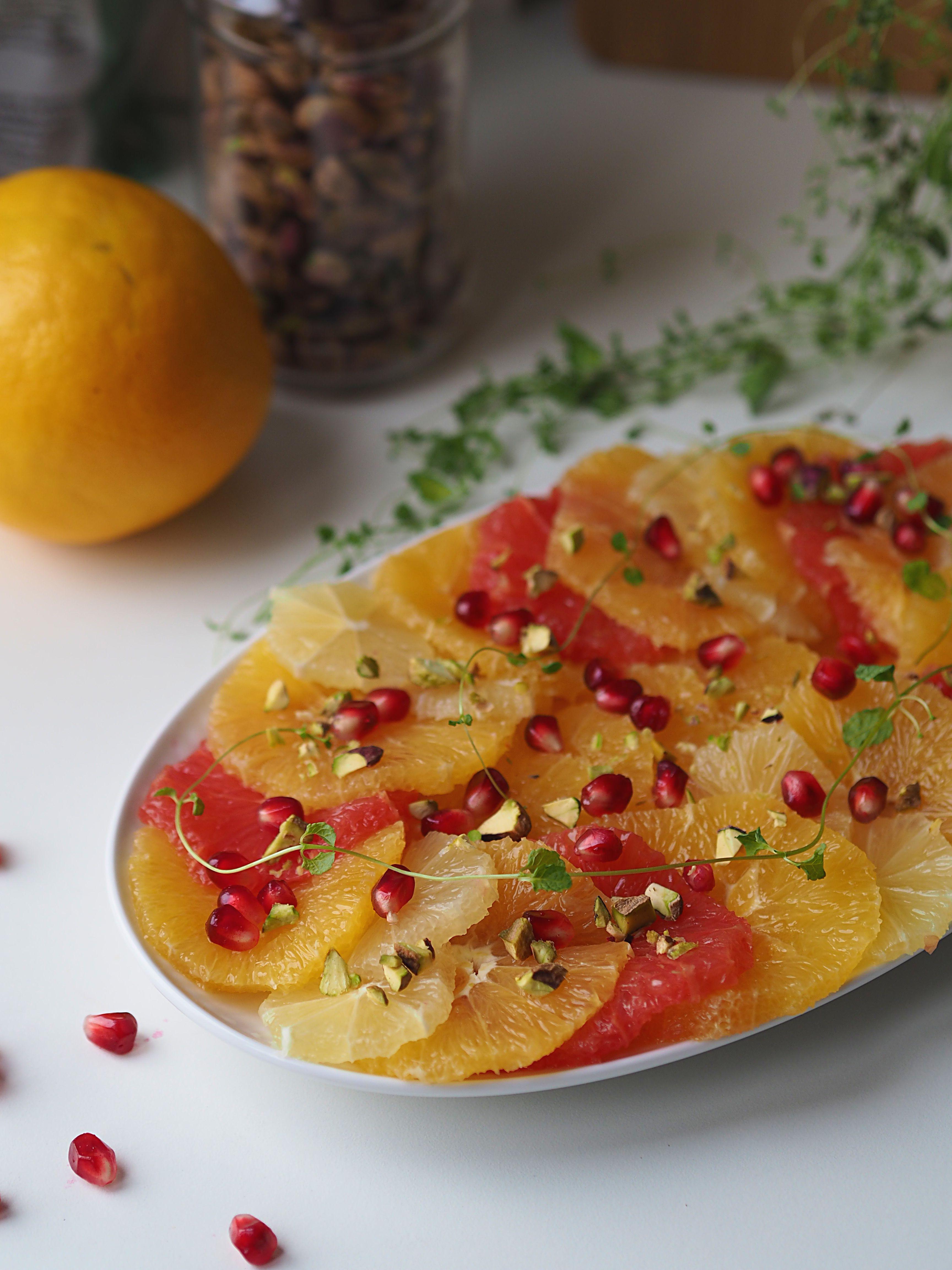 Citrussalat med pistacie og granatæble