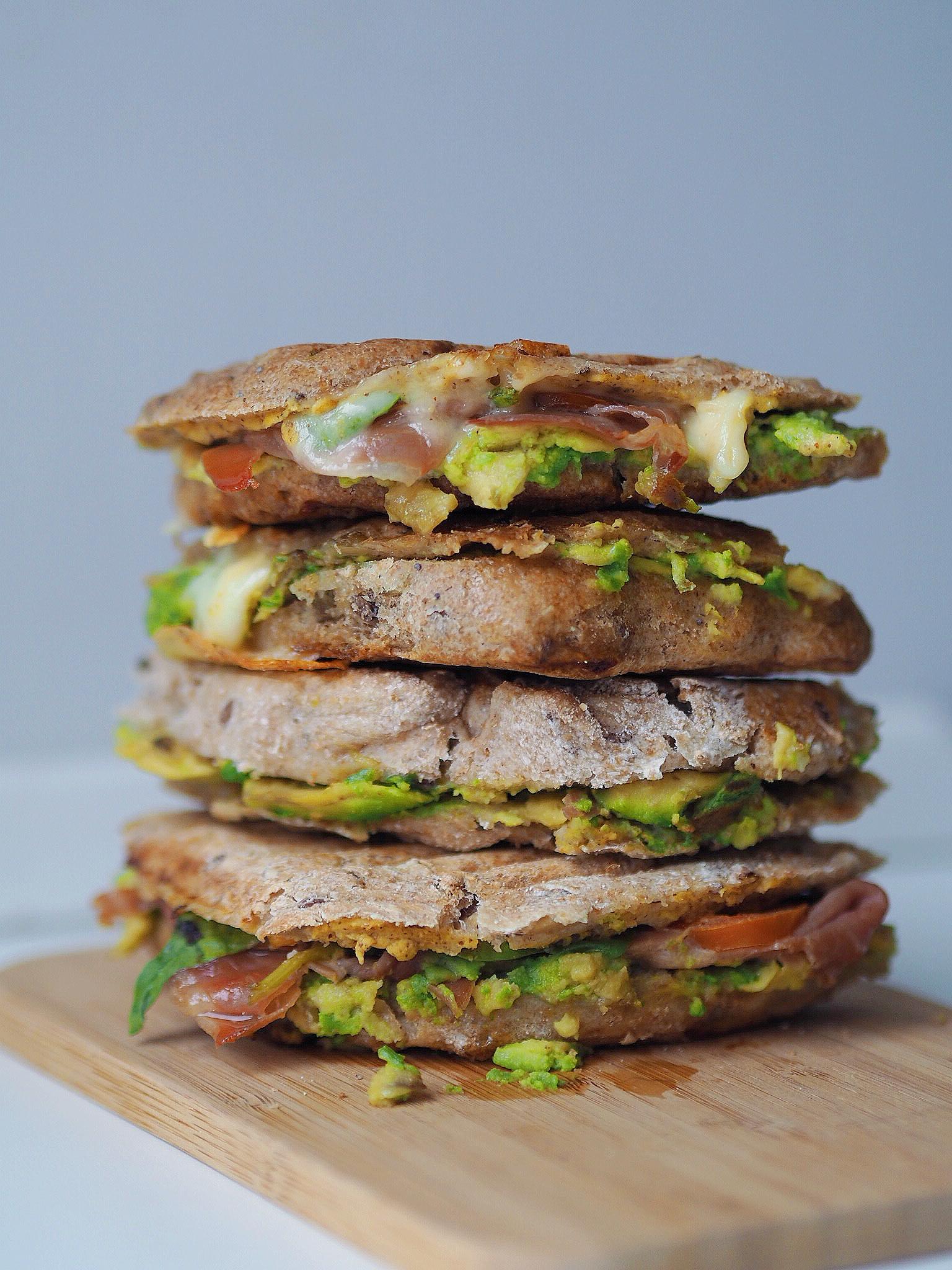 Spelttoast med avokado og serrano skinke - mest læste opskrift