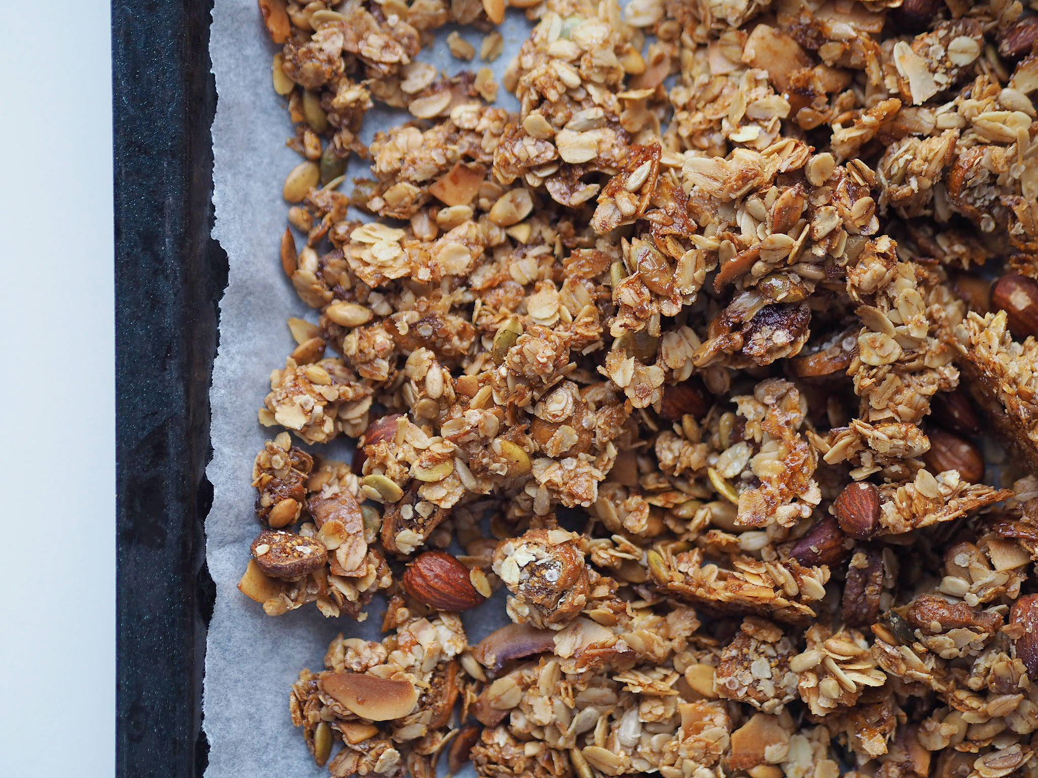 Crunchy granola med kokos og figner