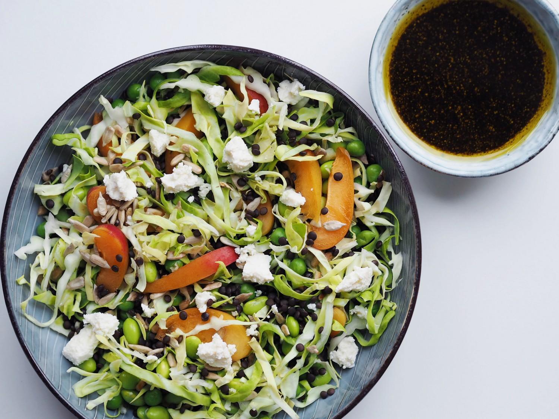 Sommersalat med feta og abrikoser