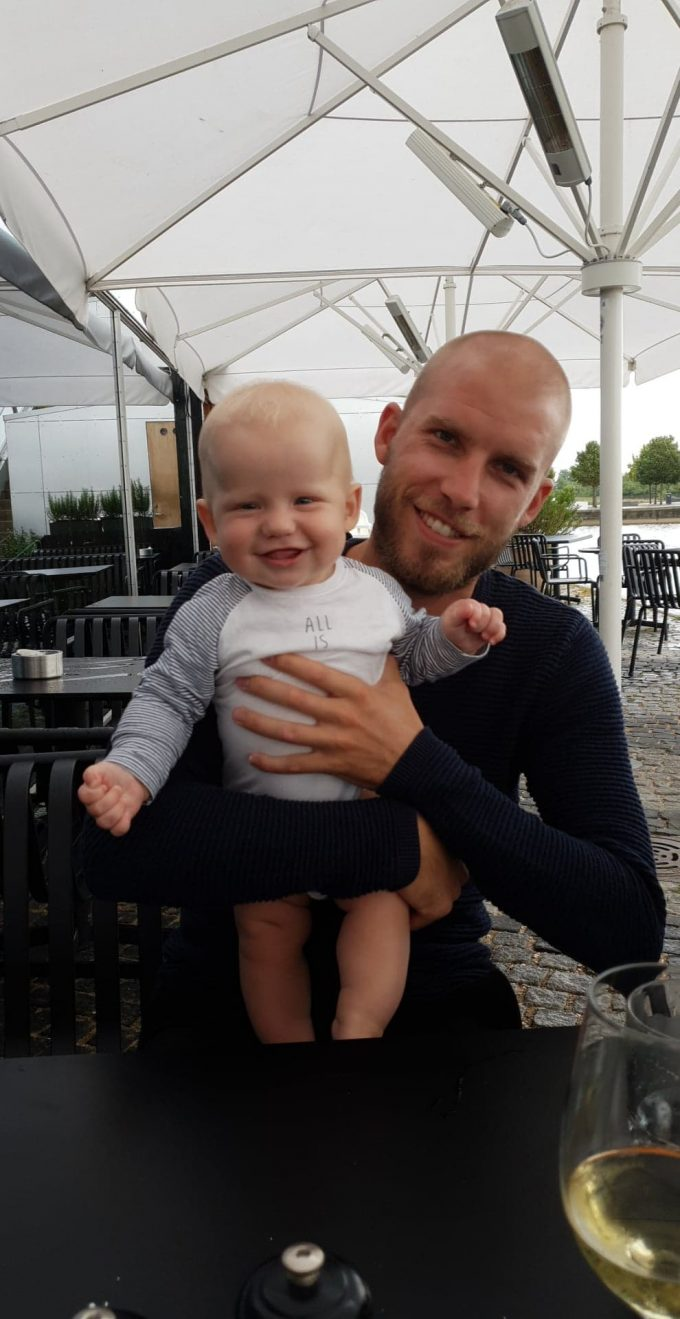Baby grød nyfødt mos forældre mor far budget sommer sommerferie ferie med baby barsel