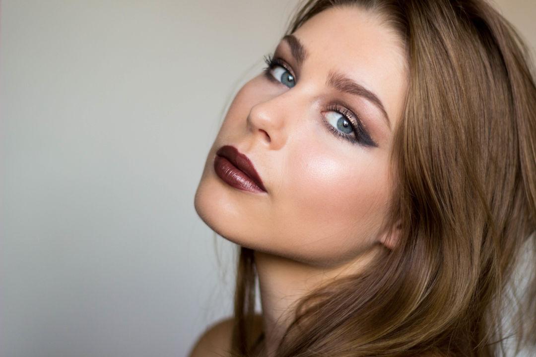 dewy skin, glitter cut crease, makeup artist