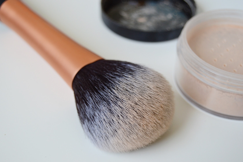 Real Techniques Powder brush 4