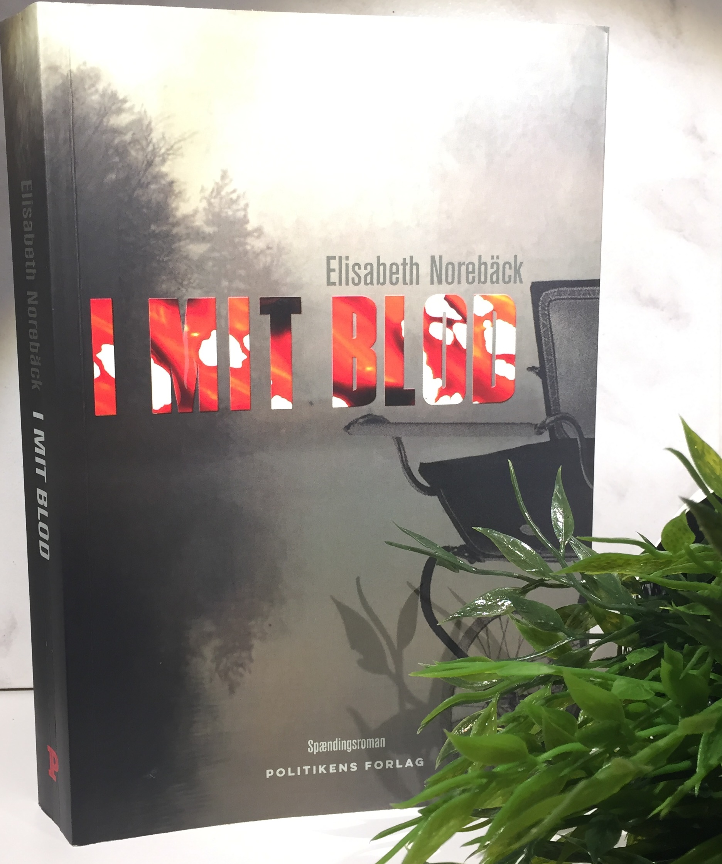 I mit blod, Politikens Forlag, Boganmeldelse, Boganmeldelse I mit blod, Elisabeth Norebäck, Krimimessen 2018, Krummeskrummelurer, Krumme anbefaler, 5 hjerter,