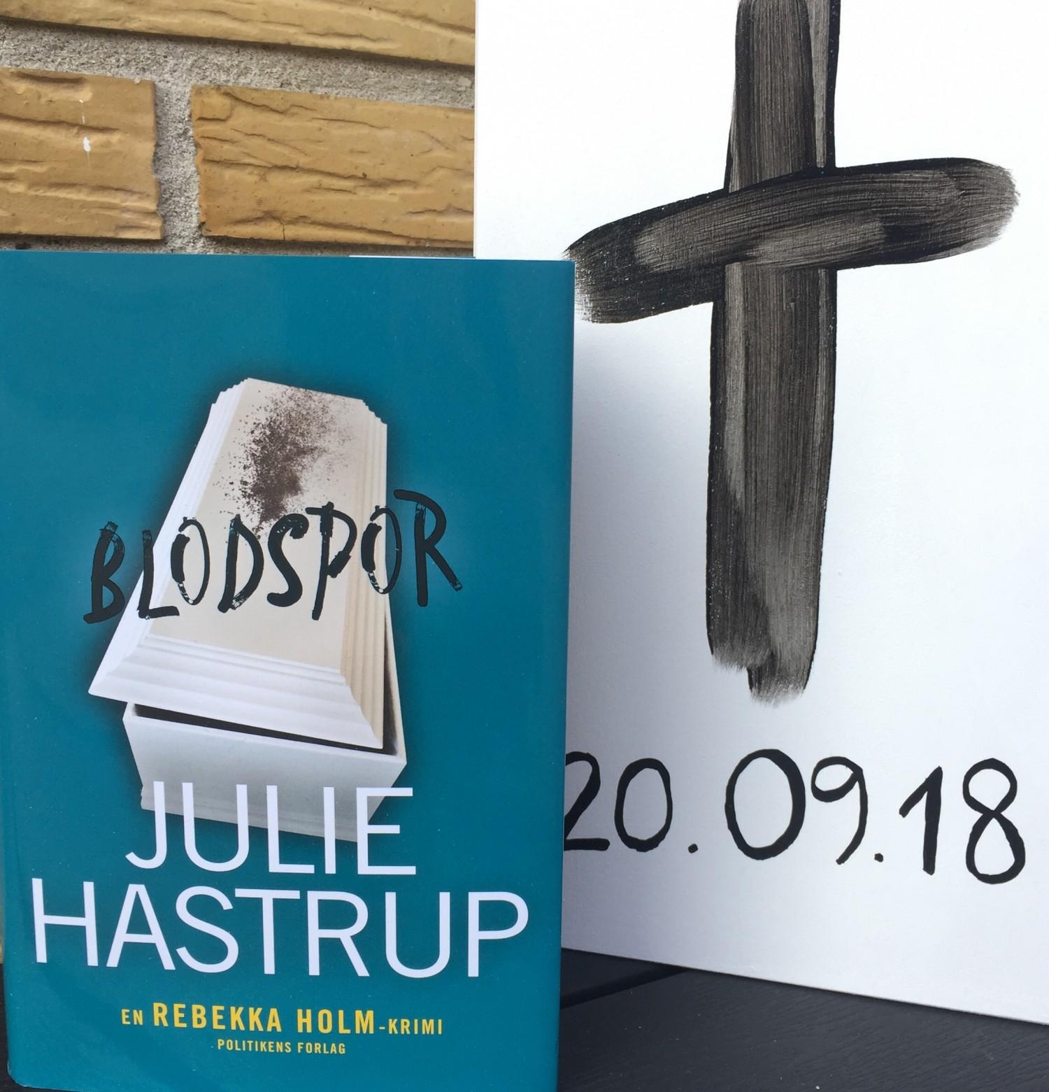 Julie Hastrup, Blodspor Julie Hastrup, Rebekka Holm, Politikens Forlag, Anmeldelse, Boganmeldelse, Anmeldereksemplar,