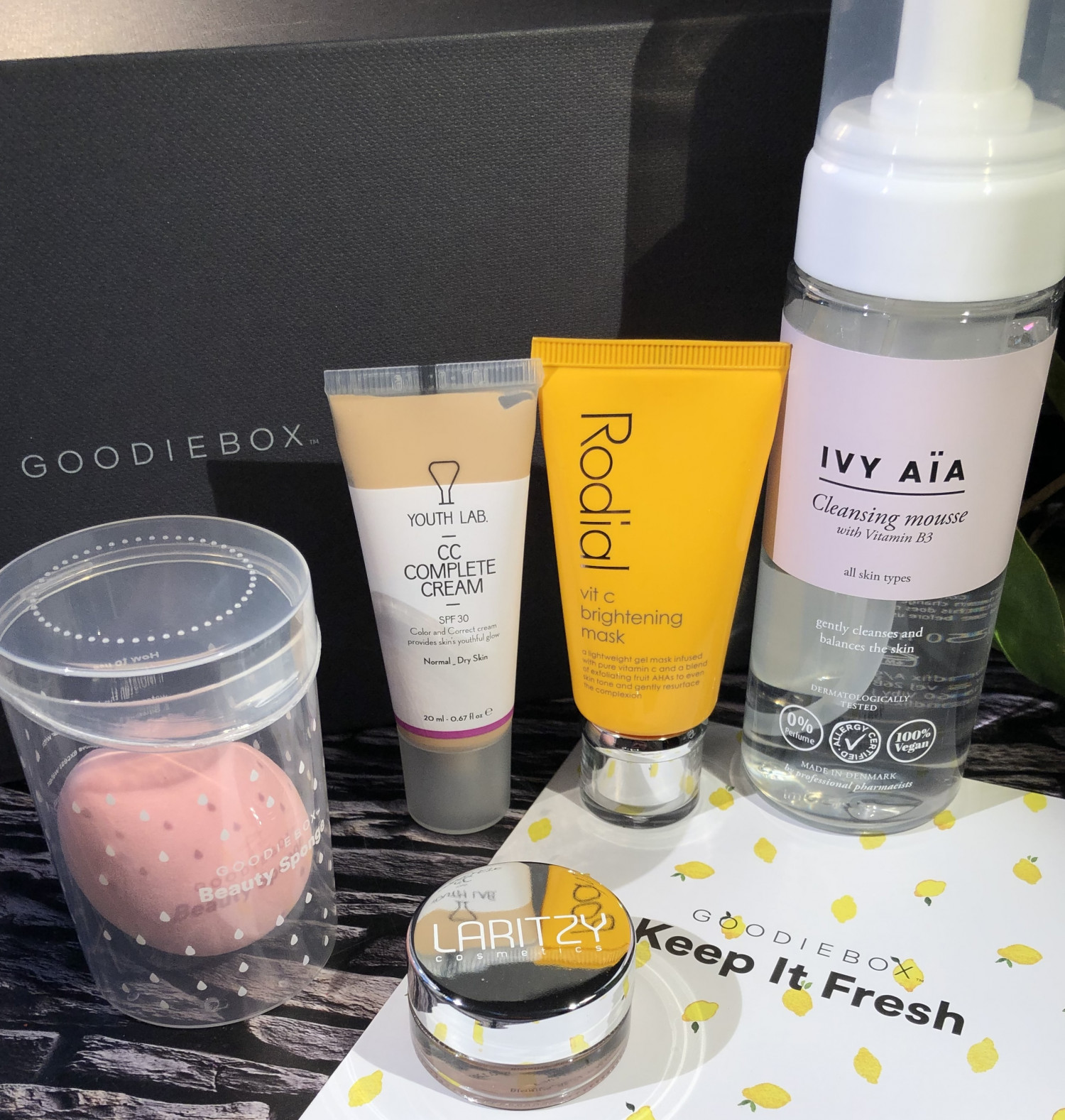 Goodiebox, Goodieboxdk, Goodiebox Danmark, Goodiebox Denmark, Krummes Krumelurer, Krummeskrummelurer, Anmeldelse, Goodiebox Beauty Blender, Youth Lab, CC Complete Cream, Rodial Vit C. Brightening Mask, Ivy Aïa Cleansing Mousse With Vitain B3, Laritzy Cosmetics, Keep It Fresh,