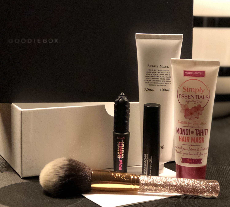 Goodiebox, Goodiebox.dk, Goodiebox Danmark, Krummeskrummelurer, Krummeskrummelurer.dk, Krummes Krummelurer, Benefit, Benefit Cosmetics, Benefit Badgal Bang, Manna Kadar, Niré Beauty, Jorgobé, Lip scrub, Lippit Love Lip Scrub, Scrub mask, Meller & Russel Simply Essentials, Hair mask,