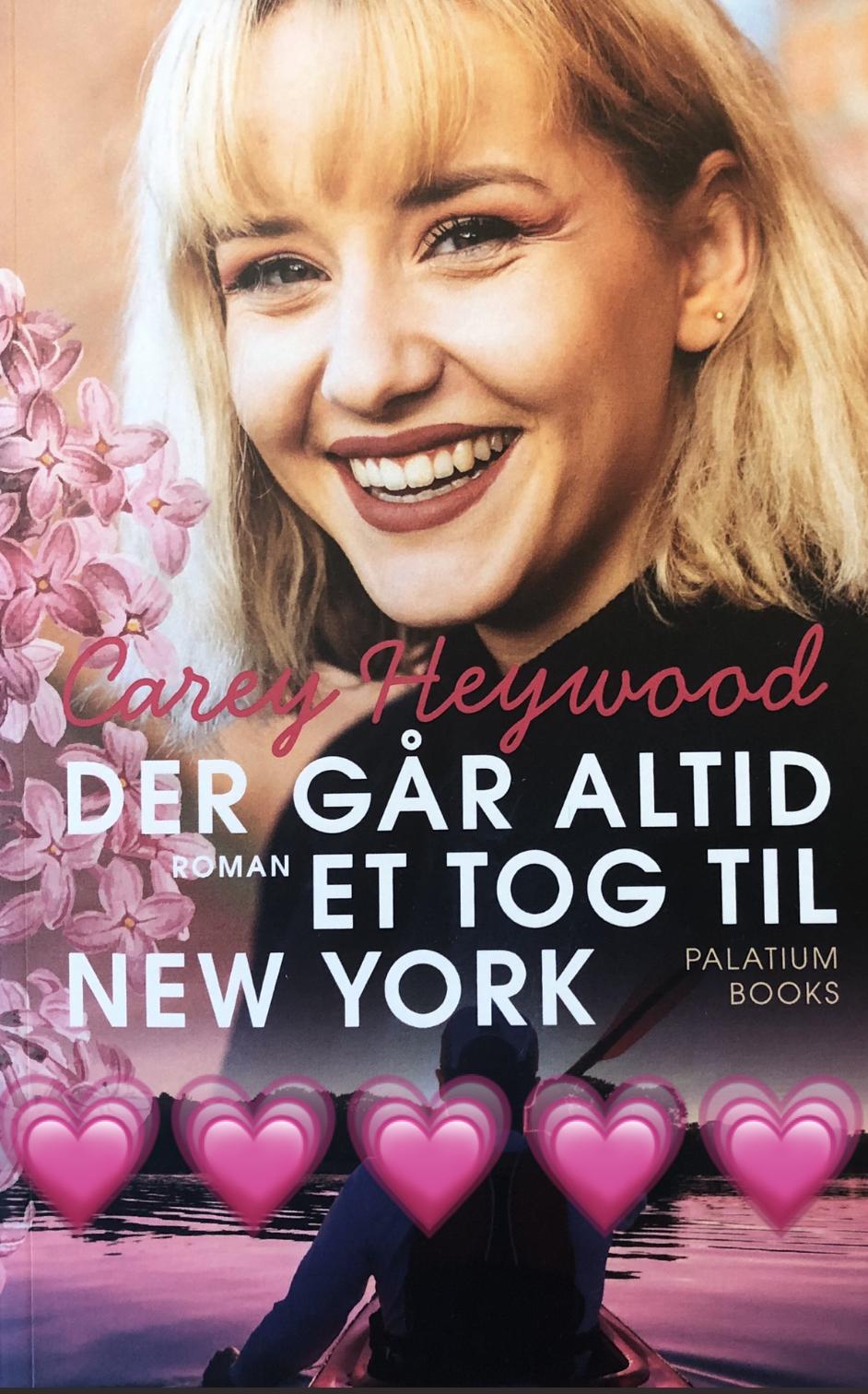 Carey Heywood, Palatiumbooks, Palatium.dk, Der går altid et tog til New York, Woodlake-serien, anmeldelse, boganmeldelse, New adult, krummeskrummelurer, Krummes Krummelurer, krummeskrummelurer.dk, anmeldereksemplar,
