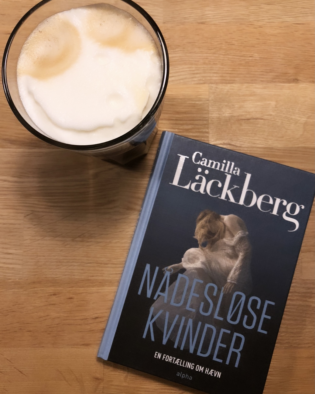 Nådesløse kvinder, Camilla Läckberg, Alpha, Alpha Forlag, kvinnor utan nåd, svensk, en bog om hævn, hævn, krummeskrummelurer, krummeskrummelurer.dk, boganmeldelse, anbefaling, anmeldereksemplar,