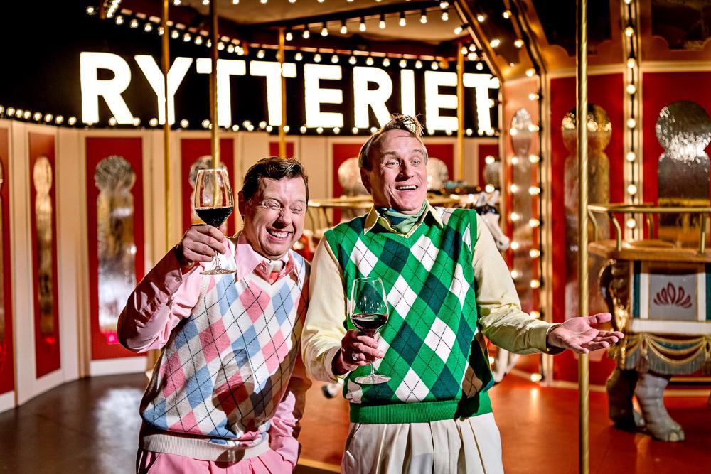 Billeder af Rytteriet - live i Tivoli med Martin Buch, Rasmus Botoft og Bodil Jørgensen. Den spiller i Glassalen i Tivoli.