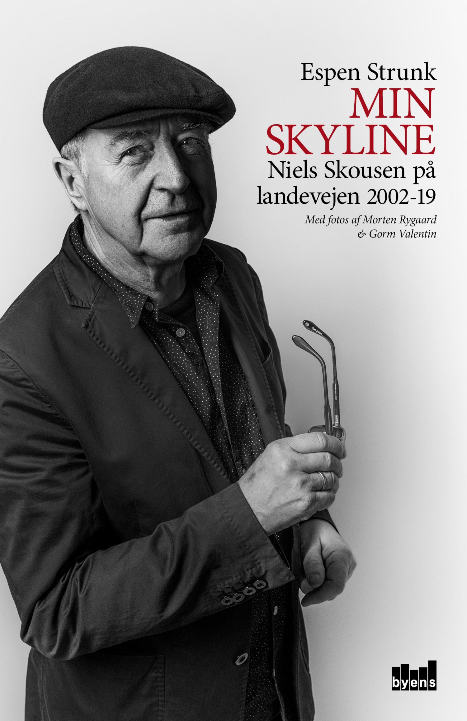 Boganmeldelse af Espen Strunks 'Min skyline – Niels Skousen på landevejen 2002-19'