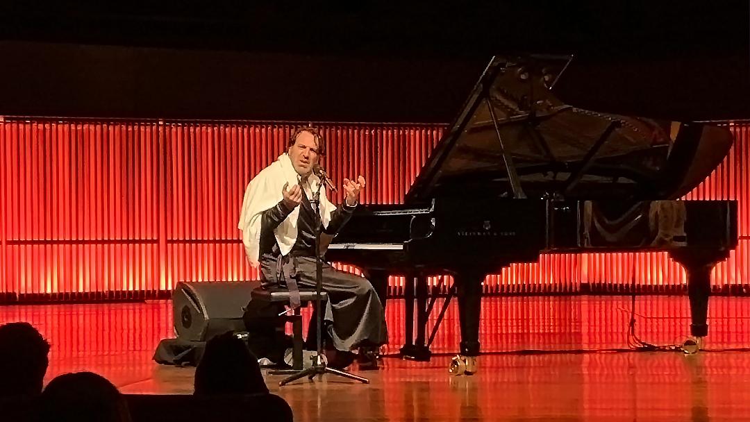 Anmeldelse af chilly gonzales i DRs koncerthus