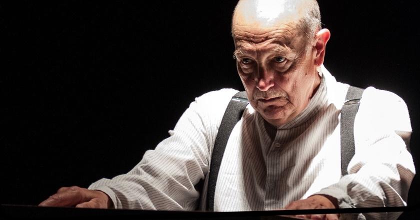 Anmeldelse af The Chess Player med Richard McElvin på Teaterøen