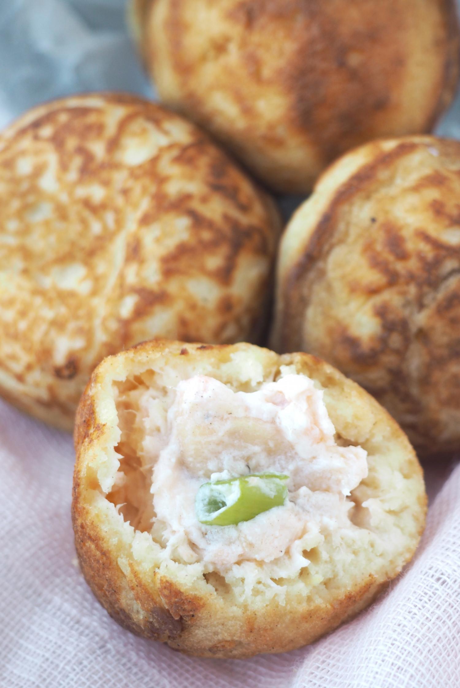 Æbleskiver med varmrøget laksecreme og cremefraichedressing af Rebekka Mikkelsen