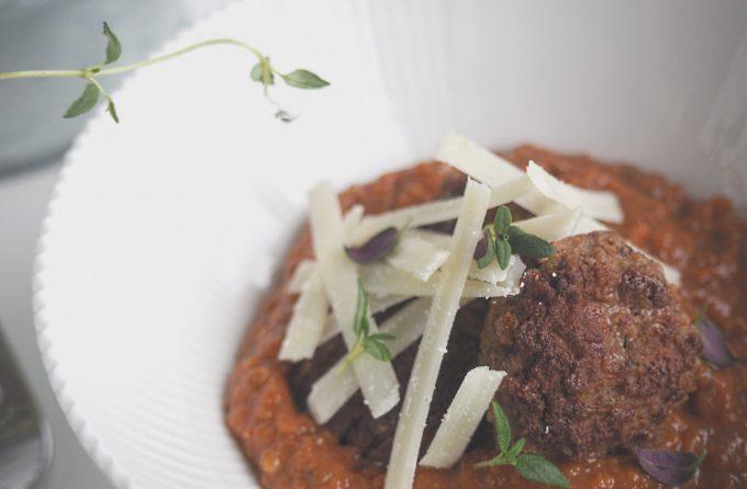 Italienske kødboller med cremet tomatsauce findes på Beksemad.dk
