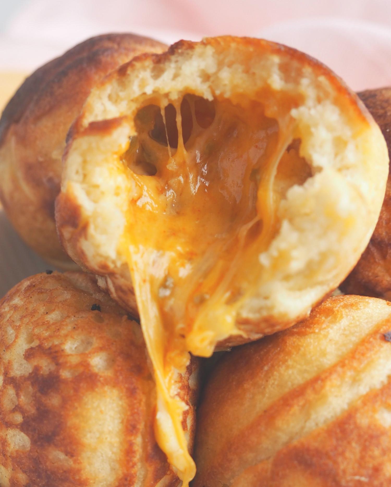 Salte æbleskiver med chili cheese tops fyld af Rebekka Mikkelsen