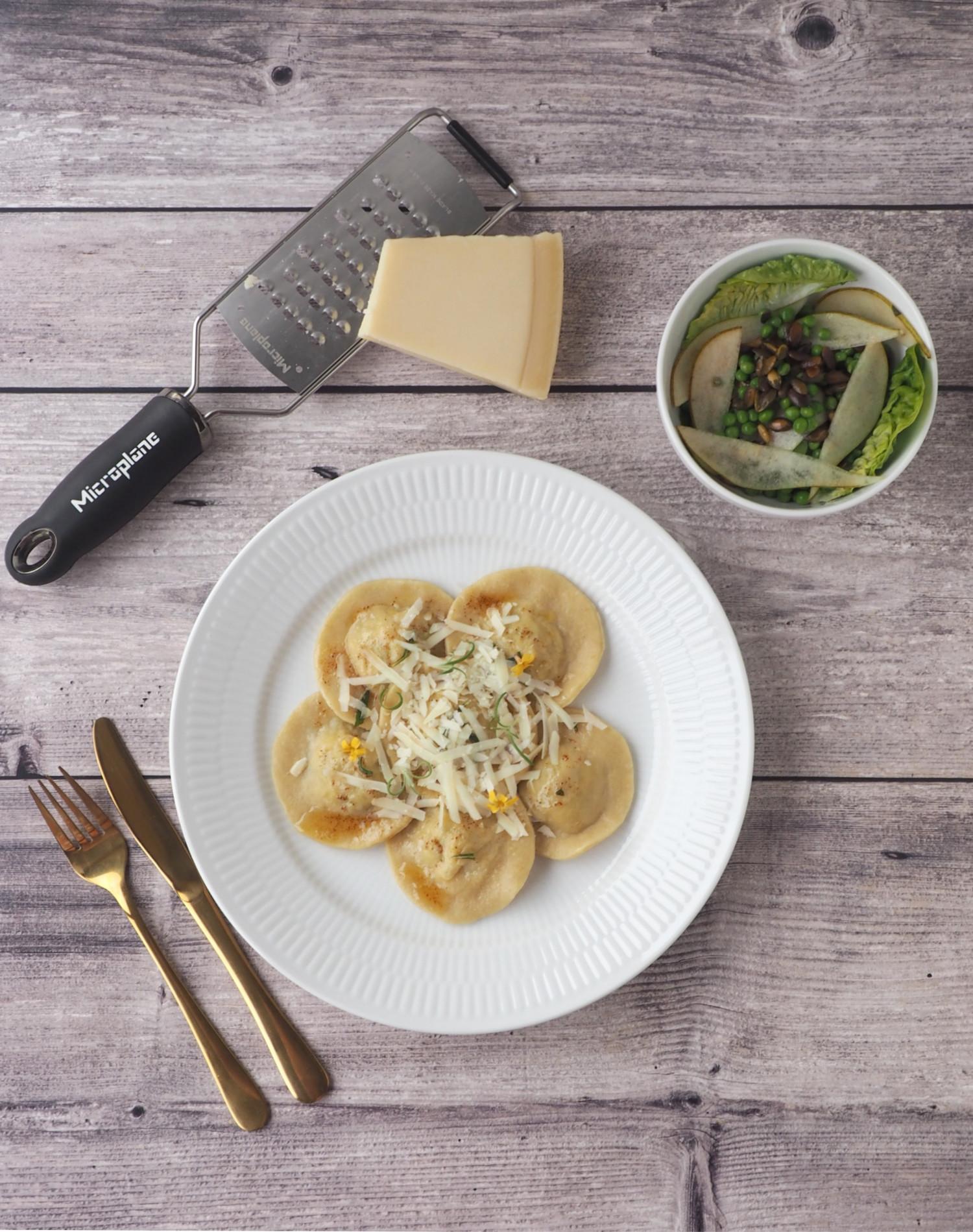 Hjemmelavet ravioli med varmrøget laks, spinat og ricotta af Beksemad Rebekka Mikkelsen MasterChef 2019