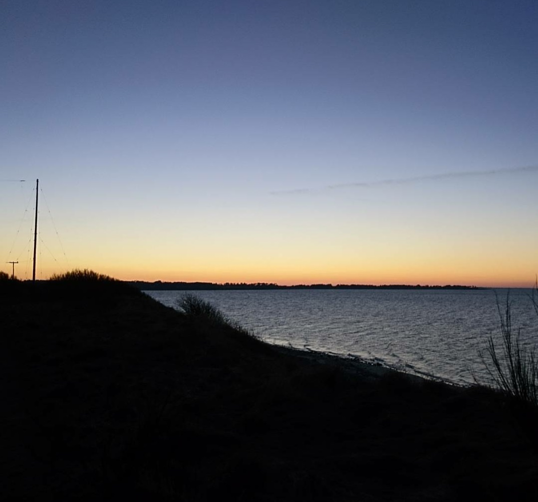 Sejrøbugten Skamlebæk Strand ved solnedgang hvor jeg Rebekka Mikkelsen er vokset op