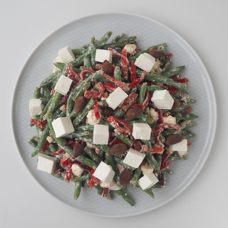 Grøn bønnesalat med puck ost, rød peberfrugt og hjemmelavede saltristede mandler