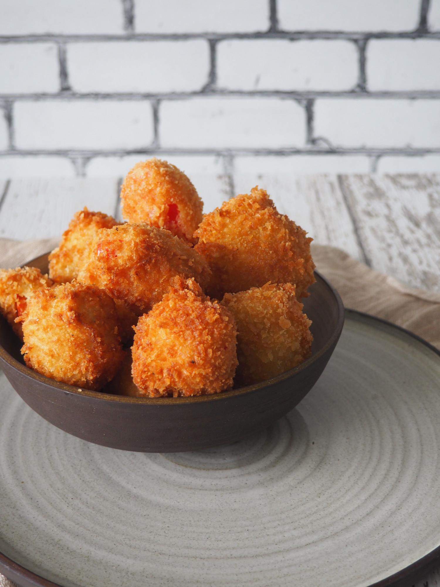Peberfrugtsnacks med cream cheese i sprød panering - Sprøde snacks af peberfugt med fyld af flødeost af Beksemad og OneKitchen