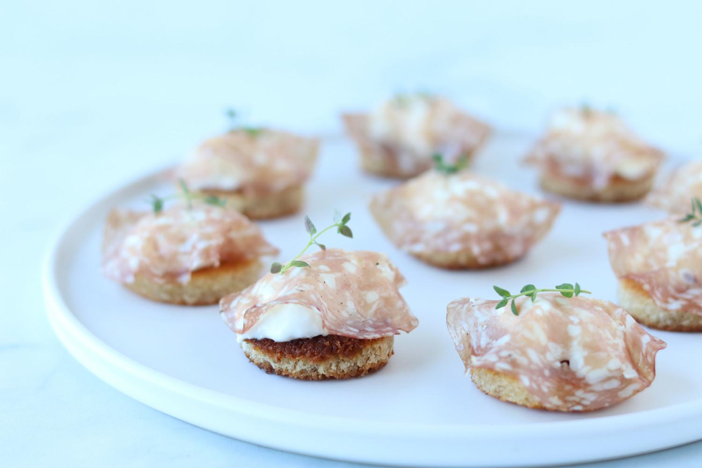 Crostini med burrata og trøffelsalami - snacks ala Beksemad