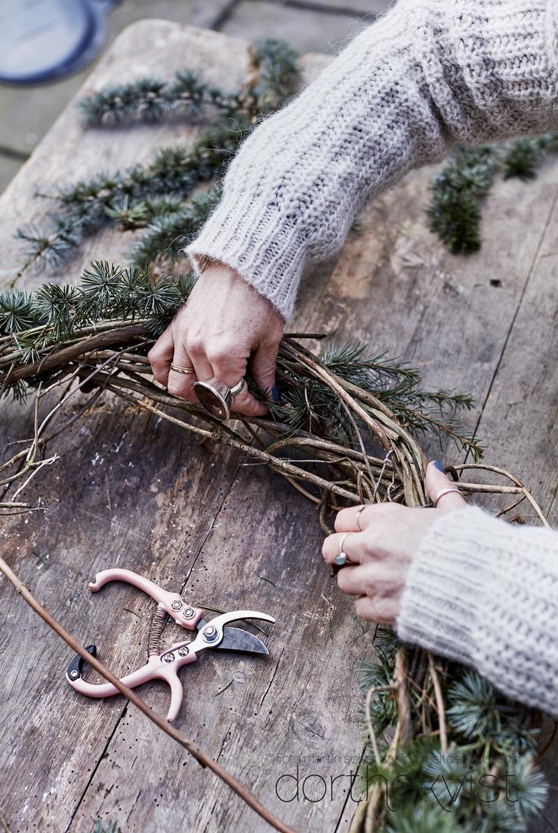 DIY Vild og vovet julekrans Foto Martin Sølyst Styling Dorthe Kvist Meltdesignstudio 1