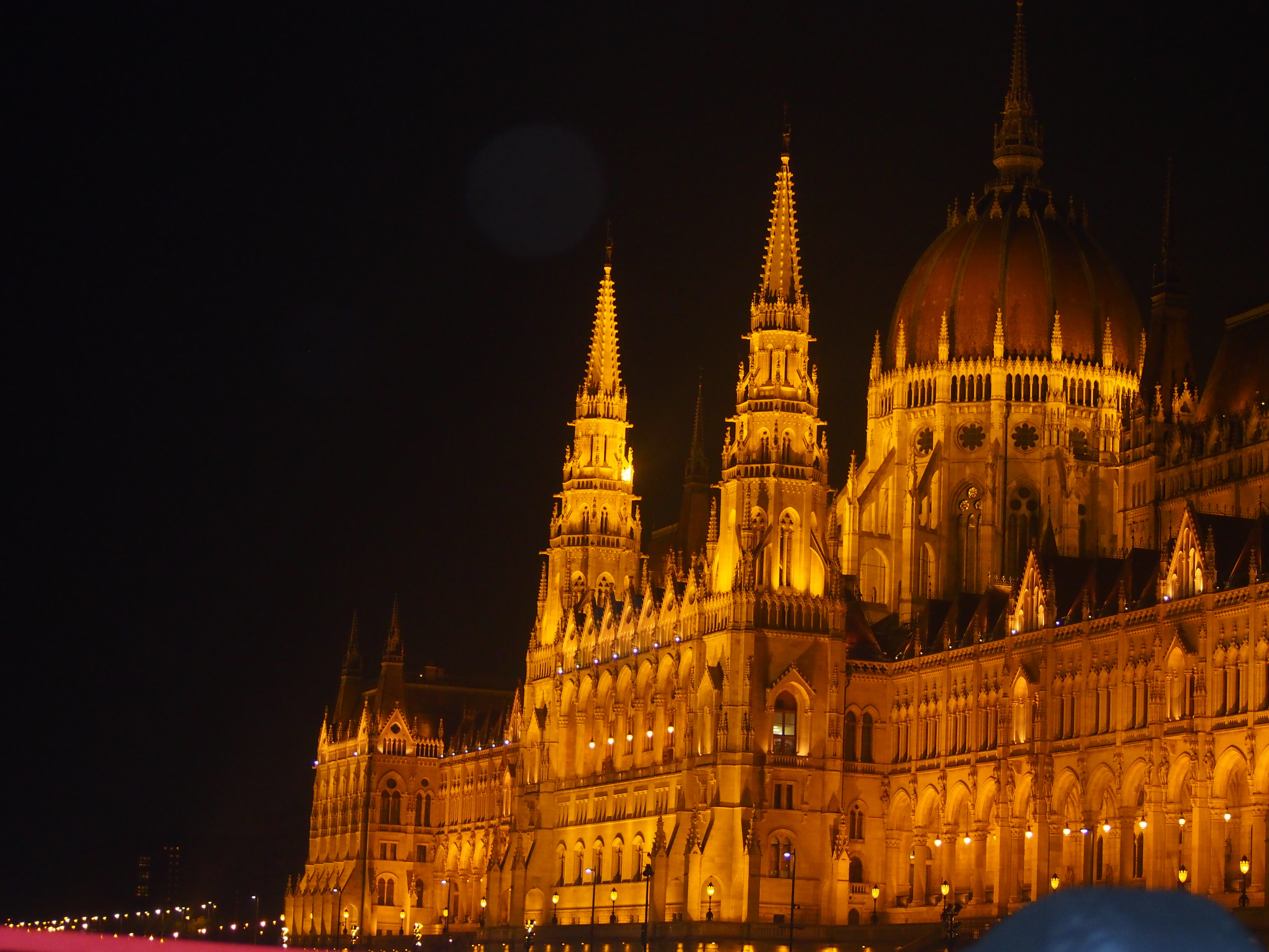 Parlamentsbygningen. Overdådigt smukt. Og på 18.000 kvm.