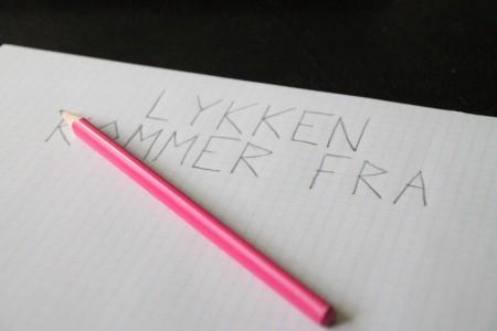 Skriv først citatet ned på papir. Hermed kan man både finde bogstavernes form samt deres indbyrdes forhold.