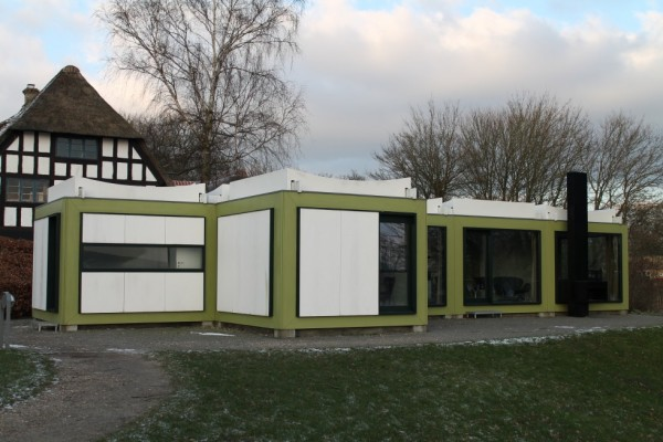 Arne Jacobsens sommerhus, Kubeflex, bestående af sex kuber, altså i alt 60m2. De store vinduer byder naturen indendøre.