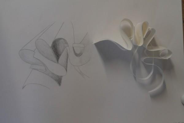 Her ses mit fabeldyr, eller blot min and eller elefant, afhængig af, hvordan man  vender og drejer figuren. Tegningen synes jeg blev meget god. Den gengiver de bløde former og skyggerne mellem folderne.