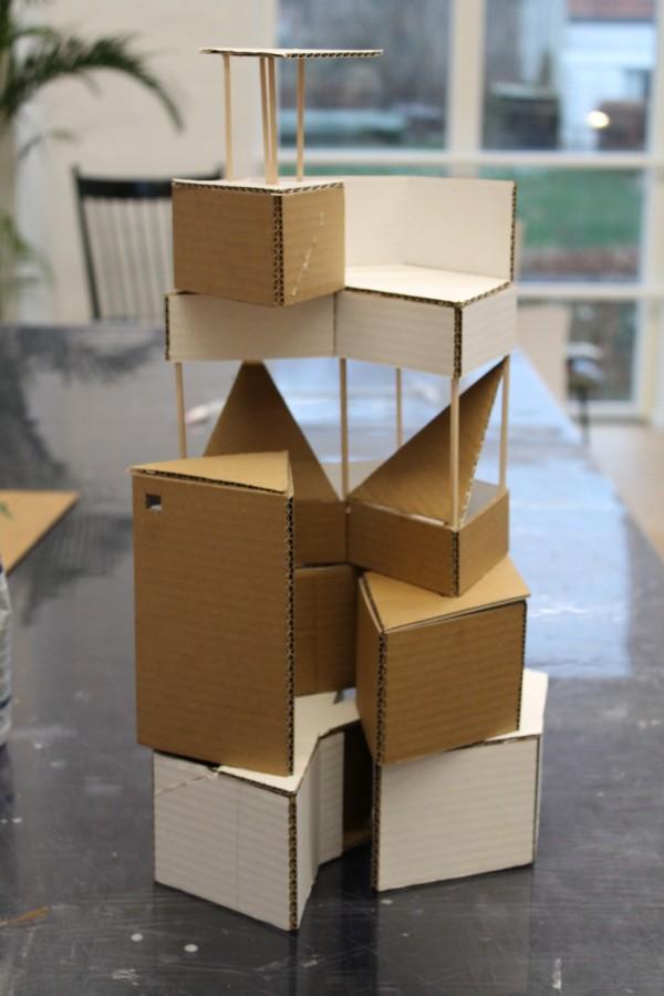 Mit fyrtårn/cirkustelt/klatrestativ!? Min ide var at arbejde i sekskanter med forskellige højder samt lukkede vs. åbne rum, hvilket også er lykkes.
