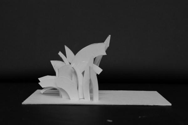 Min første skitsemodel til Crystal Graduation. De runde former var meget svære at arbejde med, derfor er de næste modeller blevet mere kantede.