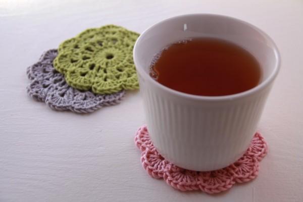 Jeg synes nu egentlig, at det ser meget elegant ud. Og hvis man så spiller lidt kaffe eller te på dem, så kan de jo bare vaskes.