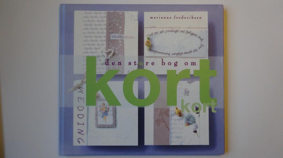 """""""Den store bog om kort"""" af Marianne Fredeiksen inspirerede mig til at begynde med fremstillingen af kort. Mit første kort (til en konfirmation) tog mig fire timer ... Siden er tiden blevet noget reduceret."""