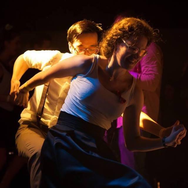 Og her er der et billede fra swingerfesten! Og kjolen passede perfekt - også til at danse til (i fem timer!).