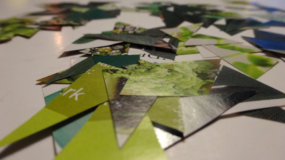 Trekanter klippet i nogenlunde ens størrelser (ca. 1x3 cm - med variation!) i mange forskellige nuancer og mønstre.
