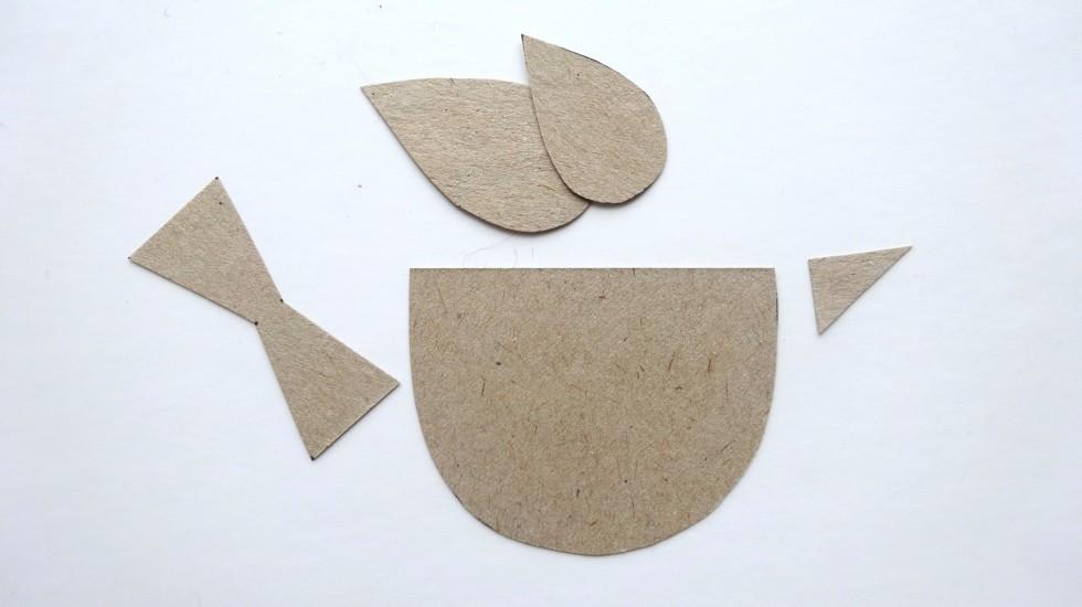 Brug fx det stykke pap, som sidder på bagsiden af en blok papir.