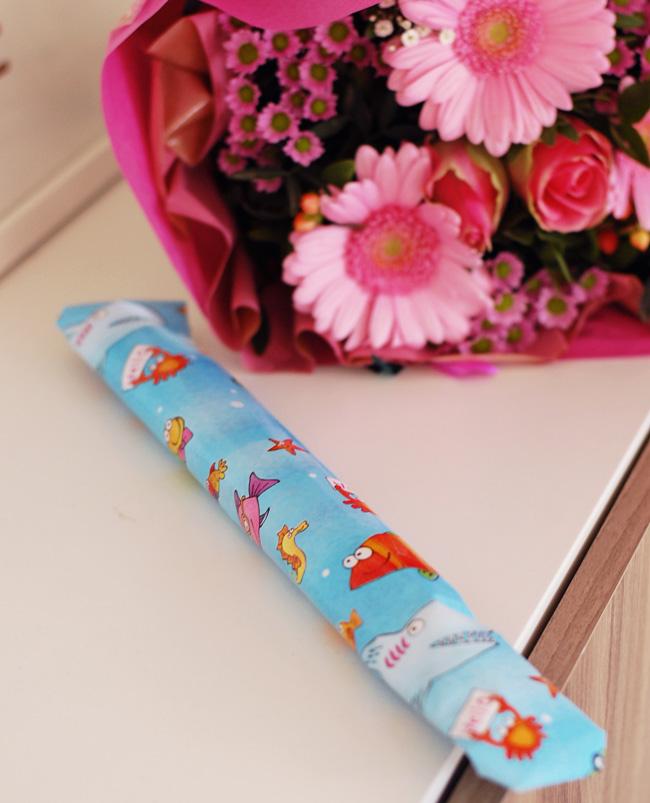 photo weekend-fodselsdag-blomster-gave-fra-datter-bornehave-tegning-missjeanett_zpsjsyqndz7.jpg