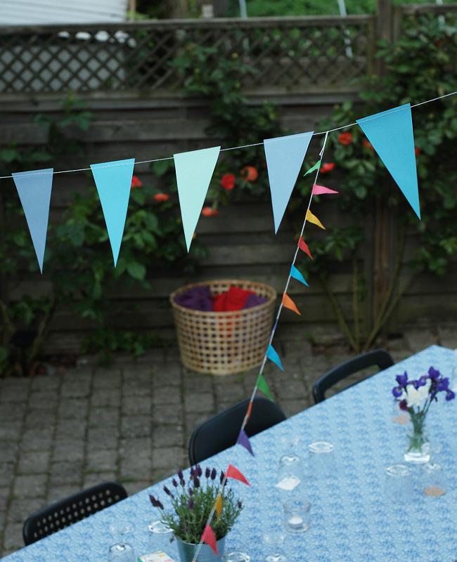photo havefest-ikea-guirlande-lavendel-vinglas-dug-missjeanett-kurv-tappe-fleece-blogger-studenterfest-sommerfest_zpsrfksw3a2.jpg