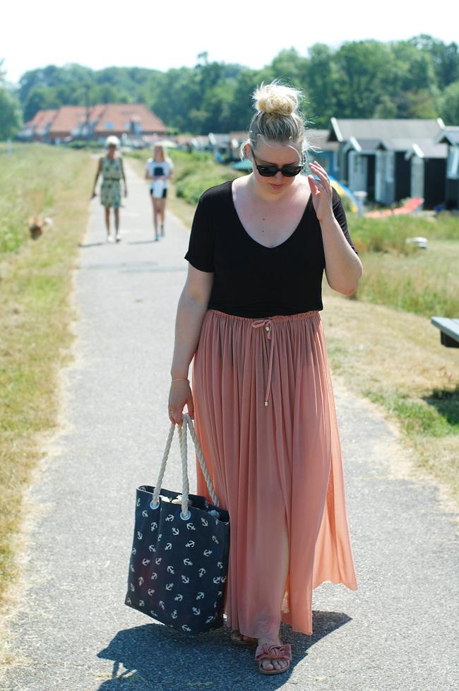 photo outfit-weekend-kerteminde-sydstrand-only-strandtaske-missjeanett-blogger-jeanett-drevsfeldt-fra-odense-ray-ban-meteor-magasi_zpswykaqety.jpg