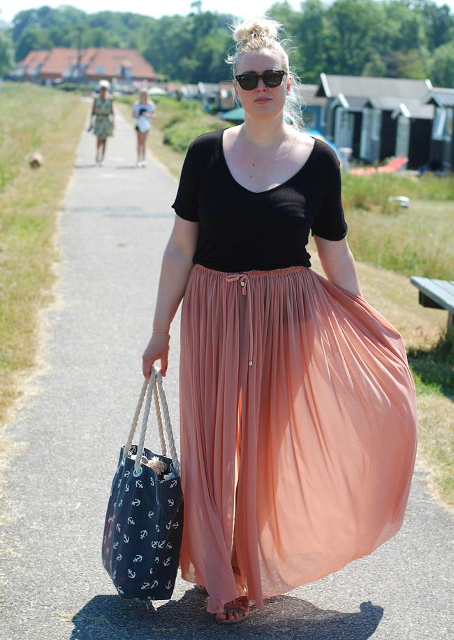 photo outfit-kerteminde-sydstrand-missjeanett-blogger-odensebloggers-fra-odense-magasin-du-bord-nederdel-strandkjole-beach-wear-as_zpslfz3amtt.jpg