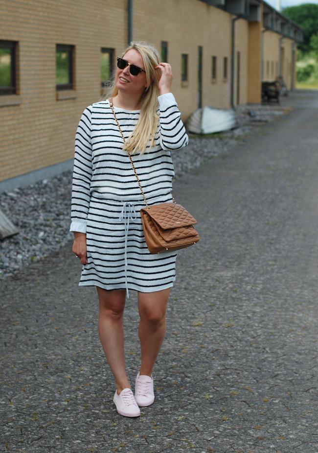 photo outfit-gestuz-missjeanett-glamsbjerg-dkny-gansevoort-ray-ban-clubmaster-sunglasses-dress-kjole-blogger-bloggerevent-morblog_zpss12lvrsb.jpg