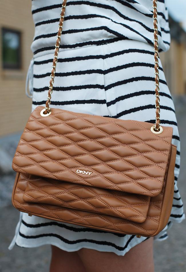 photo outfit-gestuz-dress-gansevoort-dkny-taske-bag-brown-leather-missjeanett-blogger-morblog-stribet-kjole-hvid-sort_zps8r0ltnpr.jpg