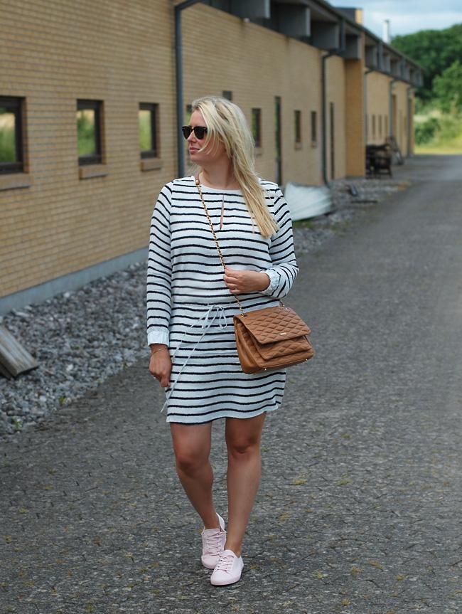 photo outfit-gestuz-asos-trainers-pink-dkny-taske-bag-ray-ban-clubmaster-kjole-stribet-dress-blogger-missjeanett-jeanett-drevsfeld_zpsafurwcwj.jpg