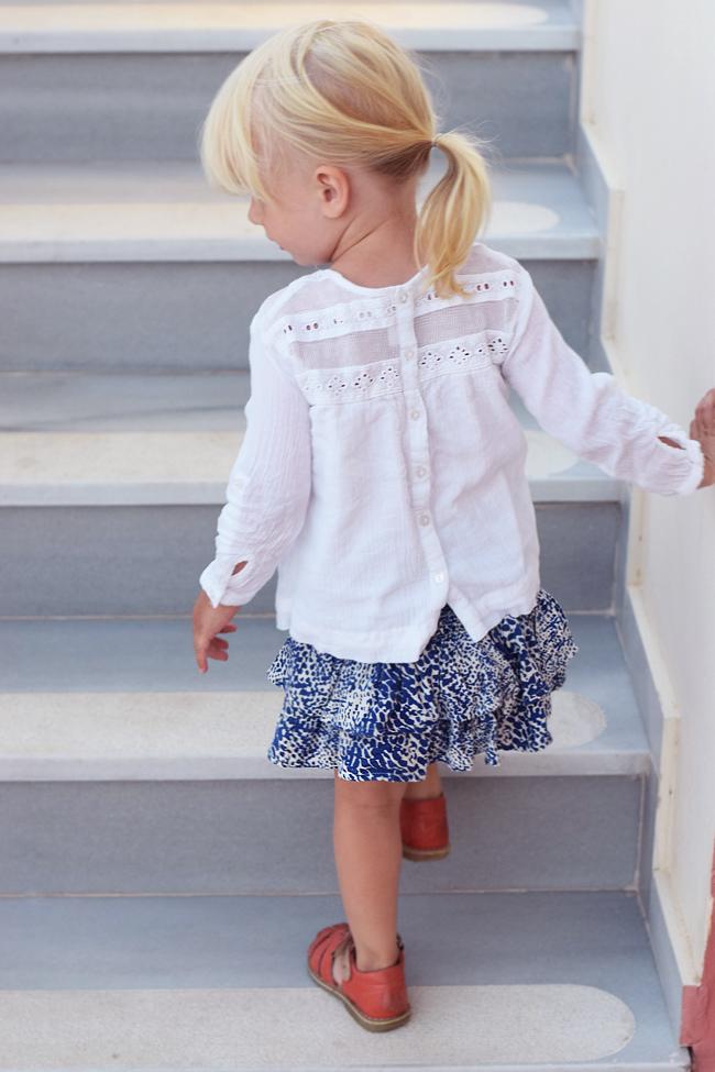 photo bella-zara-bluse-hvide-blonde-kids-missjeanett-morblogger-ferie-outfits-mini-a-ture-nederdel-skirt-print-ss16-kavat-sandaler_zpsmebnom51.jpg