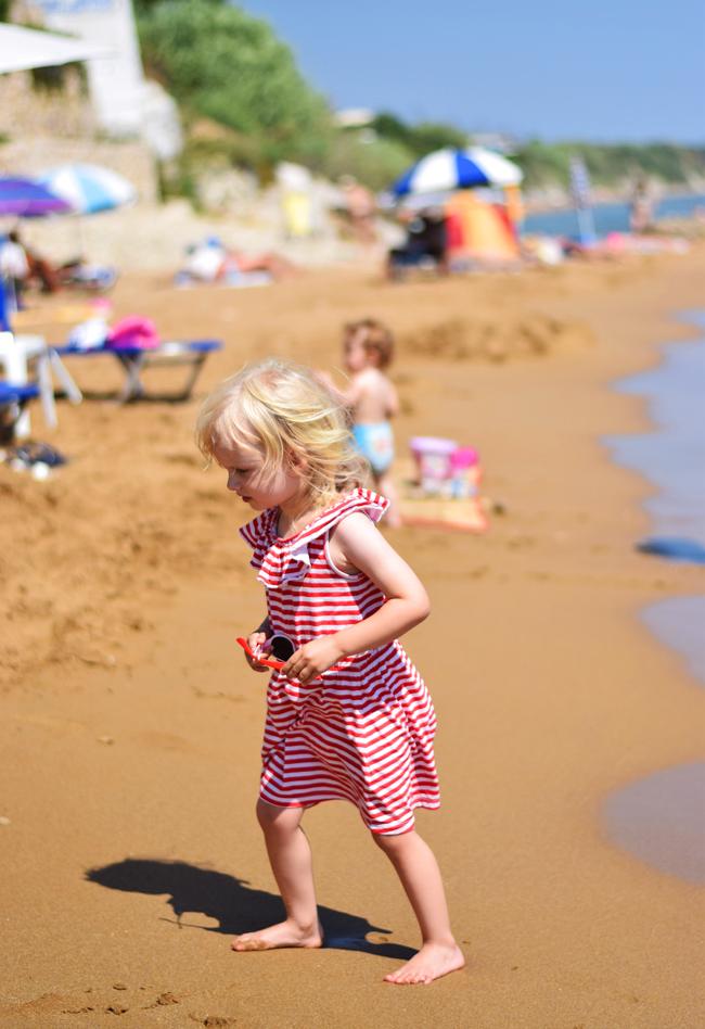 photo bella-ellos-kjole-missjeanett-ferie-korfu-apollorejser-hotel-stribet-kjole-kids-morblogger-sandstrand_zpsfaqkokxd.jpg