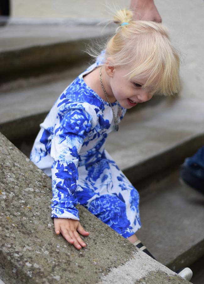 photo ferie-pa-moen-tiendegaarden-missjeanett-molo-kjole-blogger-visit-sydkystdanmark-sjalland-blomster-print-guide_zpsx9gspcw8.jpg